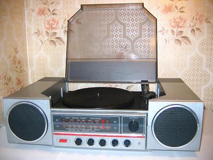 Рис 48517 - продам радиолу вега-300-стерео в хорошем состоянии и пластинки.